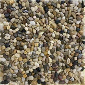 Мозаика из камешков галькиБежевая мозаика из гальки A24