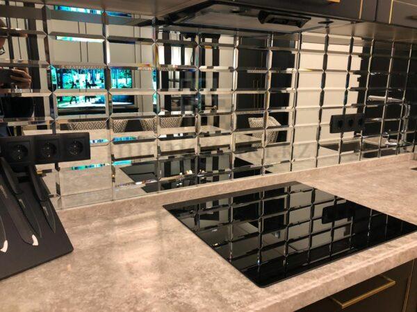 Зеркальное панно с фацетом на фартук в кухне 7,5*15