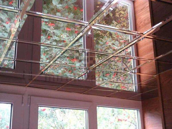 Зеркальное панно с фацетом на потолке 30x30