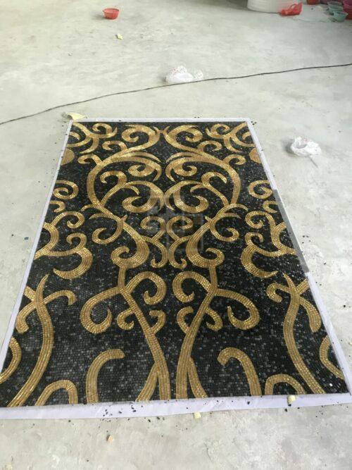 Черное панно с золотым узором