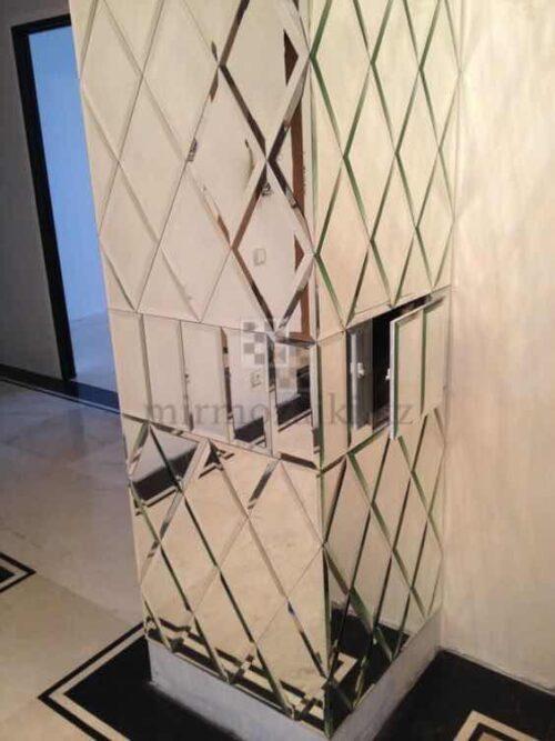 Зеркальное панно с фасетом на колоннах | форма ромб