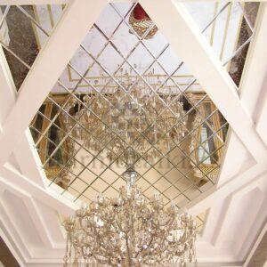 Зеркальное панно с фасетом на потолок | форма ромб